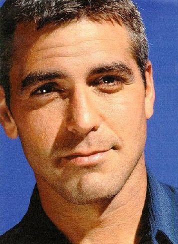 George Clooney  Sadece yakışıklılığıyla değil, giyimiyle de herkesi etkileyen Clooney, 1997 yılında 'En İyi Giyinen Erkek TV yıldızı' seçildi.